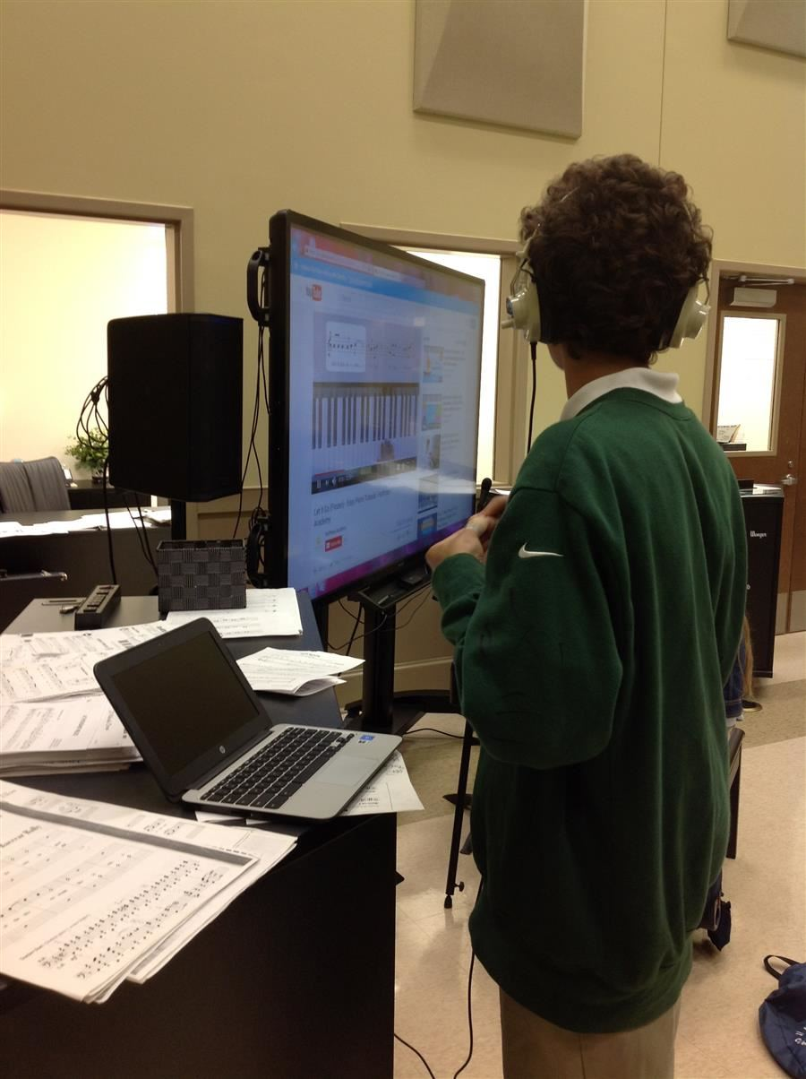 Picture of student using Chromebook to create music