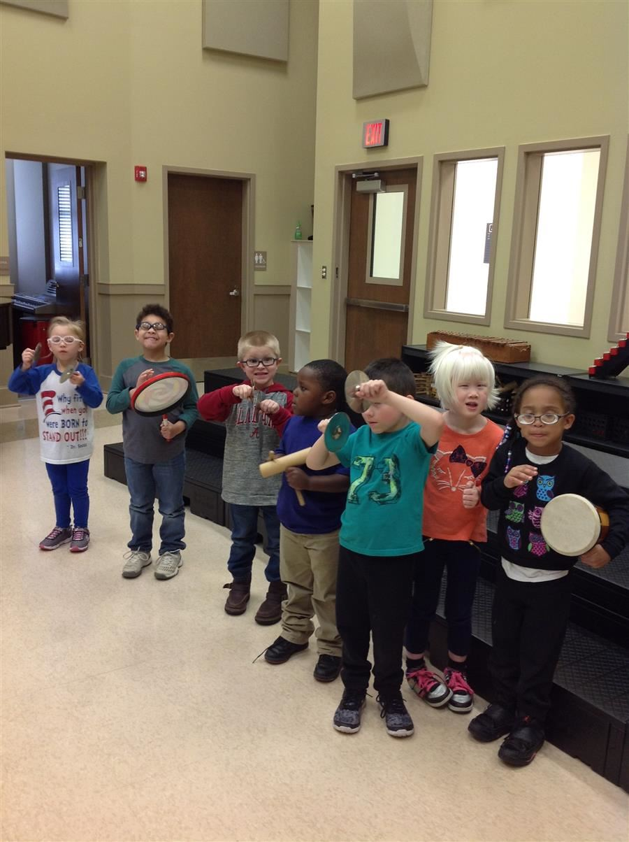 Picture of elementary children in music class