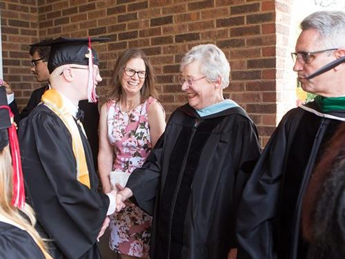 ASB student shakes Gov. Ivey's hand